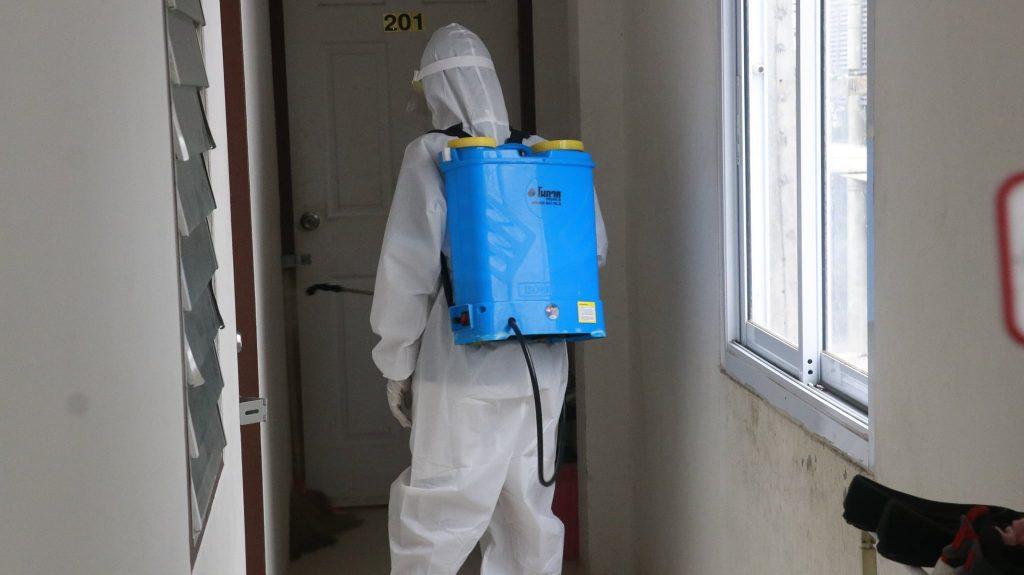 นักศึกษา มรส.ท้องถิ่น ลงพื้นที่ฉีดพ่นยาฆ่าเชื้อสกัด COVID-19 ฟรี!